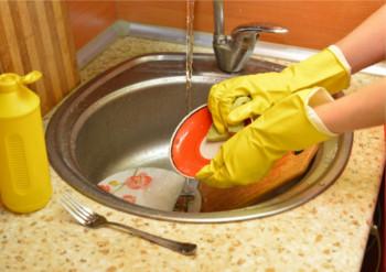 水仕事をする時は必ずゴム手袋を!
